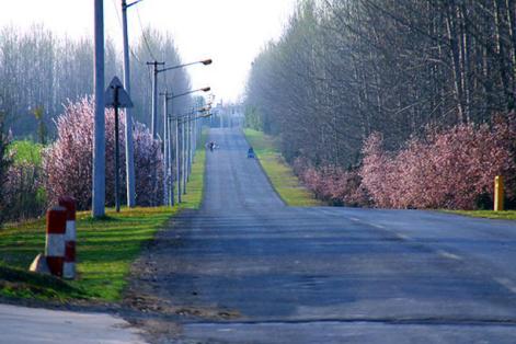 村和风景优美的自行车步道,3km则是绕历史悠久的三国城遗址公园一周.
